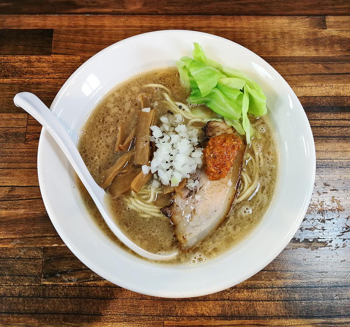 燻製肉スープ ラーメン