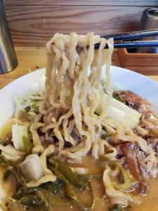 極太縮れ麺