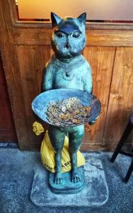 ネコの銅像