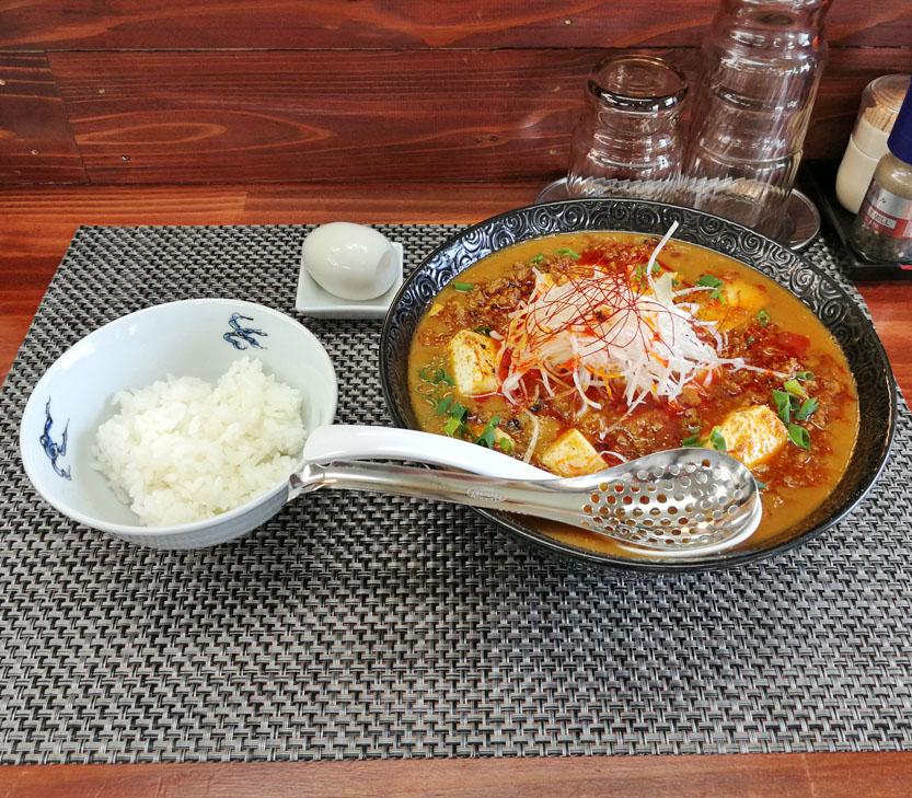 鶏豚牛白湯麻婆辛味噌担々麺